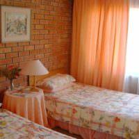 идея сочетания необычного персикового цвета в интерьере квартиры фото