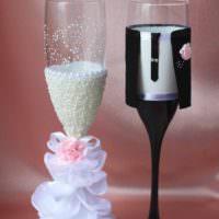 идея красивого оформления стиля свадебных бокалов фото
