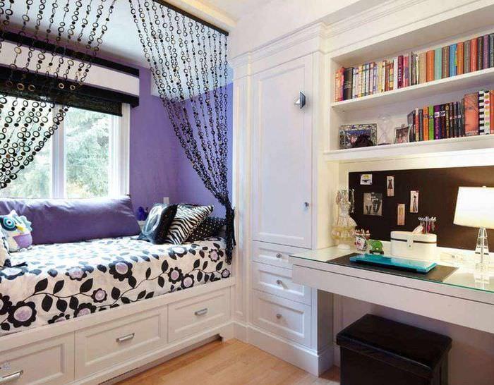 пример светлого стиля детской комнаты для девочки