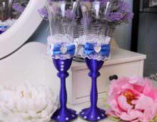 вариант красивого украшения стиля свадебных бокалов