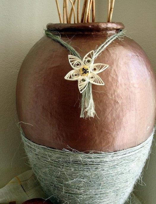 Ваза из папье-маше для декорирования интерьера