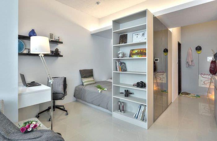 Выделенная спальня площадью 12 кв м в однокомнатной квартире