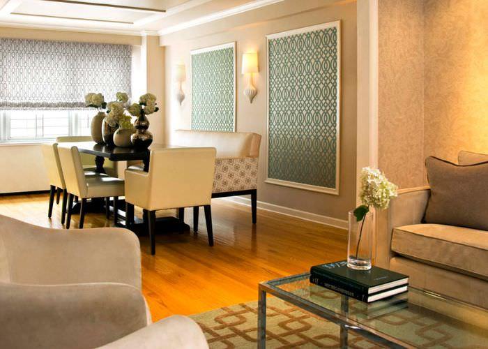 Интерьер гостиного помещения в духе американской неоклассики