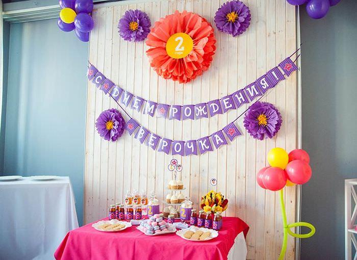 Декорирование комнаты девочки бумажными цветами на день рождения