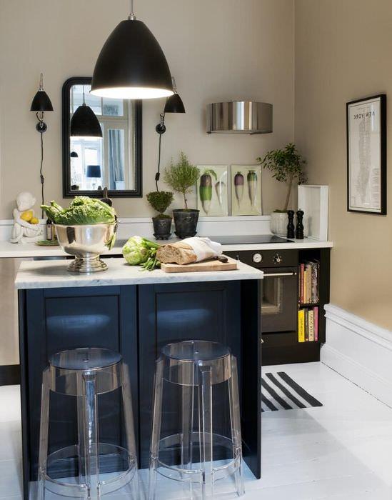 Модное оформление интерьера кухни в черных тонах