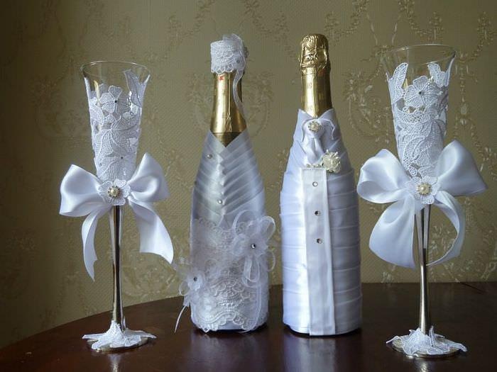 Украшение бутылок для свадьбы атласной лентой своими руками