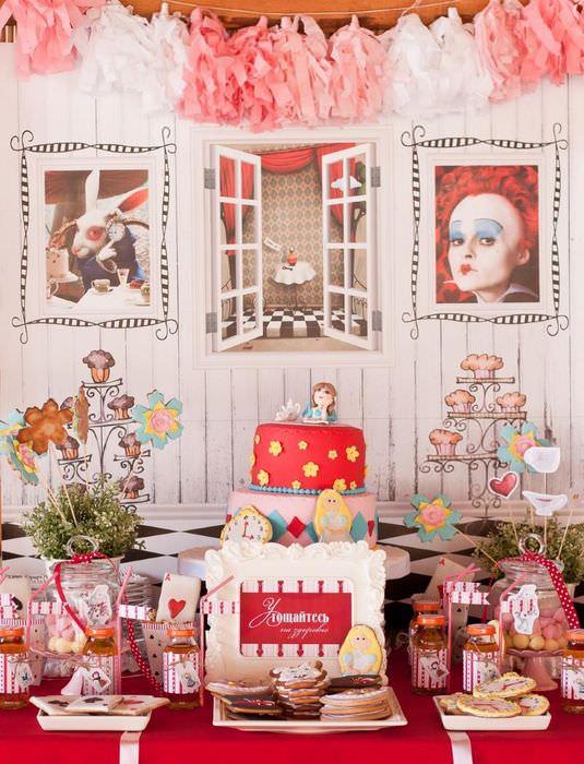 Декорирование детской комнаты своими руками в стиле Алисы в стране чудес