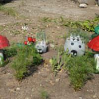 Садовые фигурки из подручных материалов