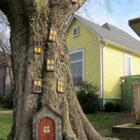 Сказочный домик на живом дереве