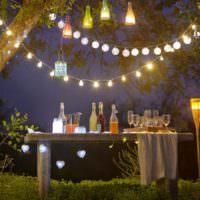 Садовые светильники из стеклянных бутылок