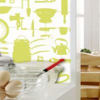 Украшение кухонной стены трафаретными композициями