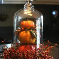 Бутылка с луком как декор кухни