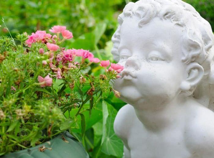 Декоративная статуэтка мальчика для декорирования небольшого сада