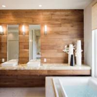 Ламинат на стене ванной комнаты