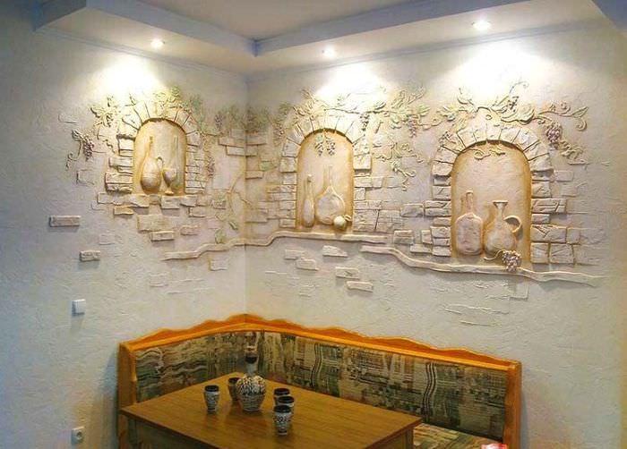 Декорирование стены на кухне фактурной штукатуркой