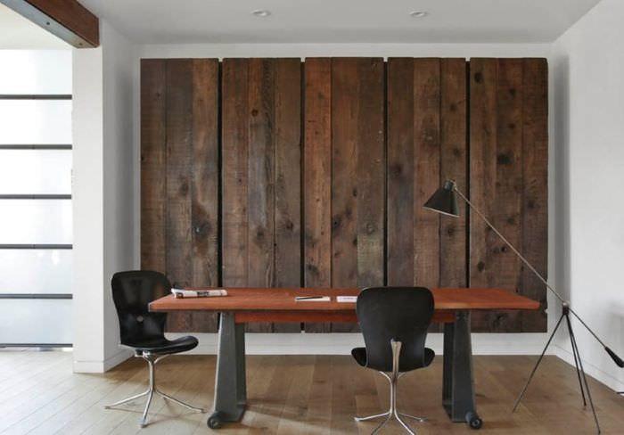 Декоративная отделка стены из натуральной древесины