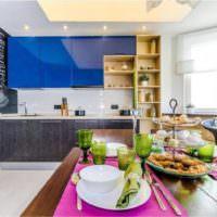 Яркие краски в интерьере кухни