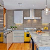 Современный дизайн кухни в городской квартире