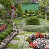 Клумбы и рабатки в дизайне небольшого сада