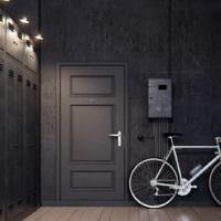 Прихожая в стиле лофт в однокомнатной квартире и велосипед