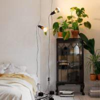 Подсветка комнатных цветов софитами на стойках