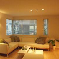 Освещение комнаты с помощью встроенных светильников
