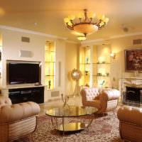 Желтый свет в дизайне освещения гостиной