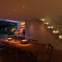 Подсветка лестницы в интерьере помещения