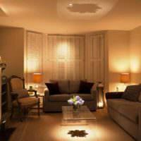 Уютная атмосфера в гостиной с настенными светильниками