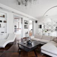 Белая гостиная частного дома