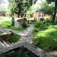 Тропинки из камня в ландшафте сада