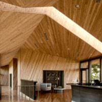 Отделка потолка сложной формы древесным материалом