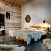 Серые деревянные панели в интерьере спальни