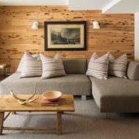 Облицовка стены над изголовьем кровати деревянными панелями