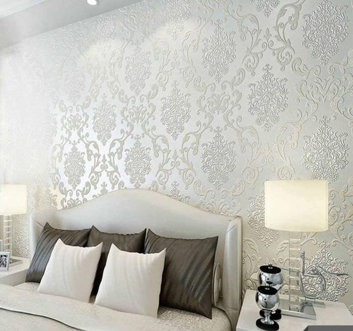 Флизелиновые обои в интерьере спального помещения