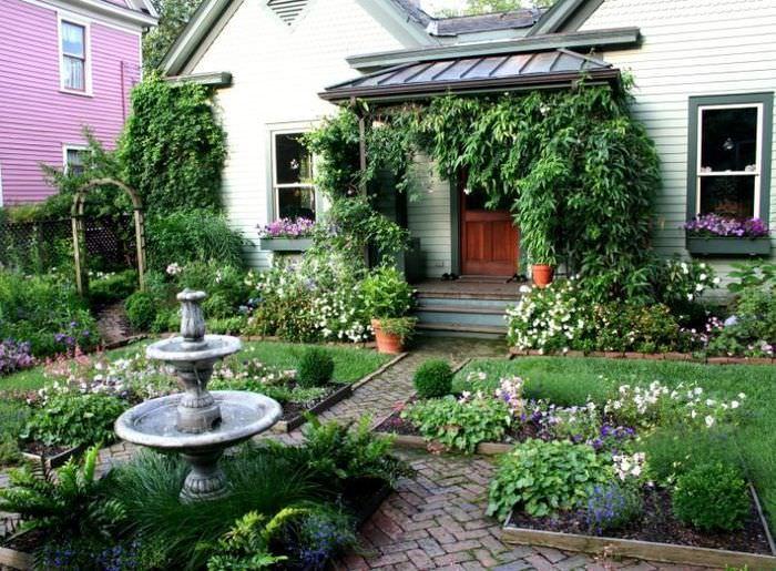 Фонтан в парадной зоне садового участка
