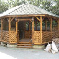 Беседка из дерева в деревенском стиле