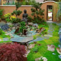 Японский сад камней во дворе дачного дома