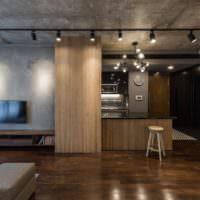 Серый потолок в интерьере однушки