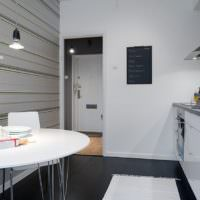 Дизайн кухни в белом цвете в однушке панельного дома