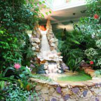 Искусственный водопад на садовом участке