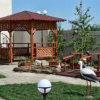 Деревянные постройки в дизайне сада