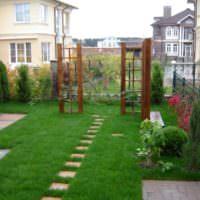 Газон на небольшом садовом участке