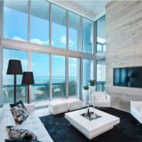 Панорамное остекление в интерьере гостиной жилого дома