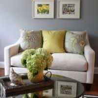 Живые цветы в оформлении интерьера гостиной