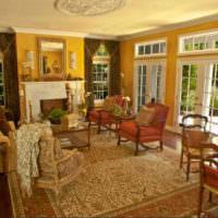 Желтые оттенки в интерьере гостиного помещения