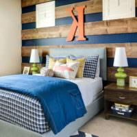 Дизайнерское оформление изголовья кровати в спальне