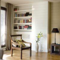 Ниши для книг в гостиной жилого дома