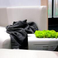 Украшение мебели живым мхом