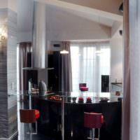 Стеклянная барная стойка на кухне хлостяка